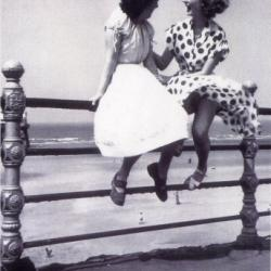 Picture Post Seaside Chat by Bert Hardy